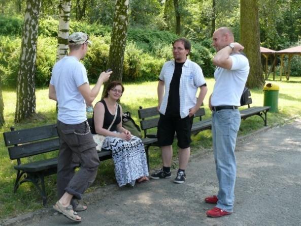 "Zaangażowana Dysputa ""ZOOrro"" i ""Mrówkojada"" - od lewej: Olaf (""ZOOrro""), Natka i Wojtek (Mrówkojad) oraz Marcin (""ZOOrro"")"