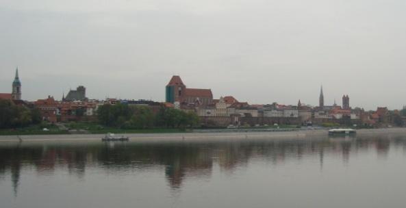 Panorama Torunia z Mostu Piłsudskiego - zdjęcie z kwietnia 2010