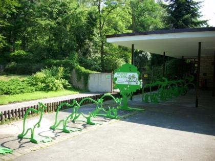 Nowe stojaki na rowery w poznańskim Nowym ZOO