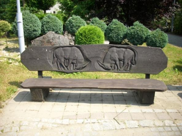 Rzeźbiona ławka - kozice
