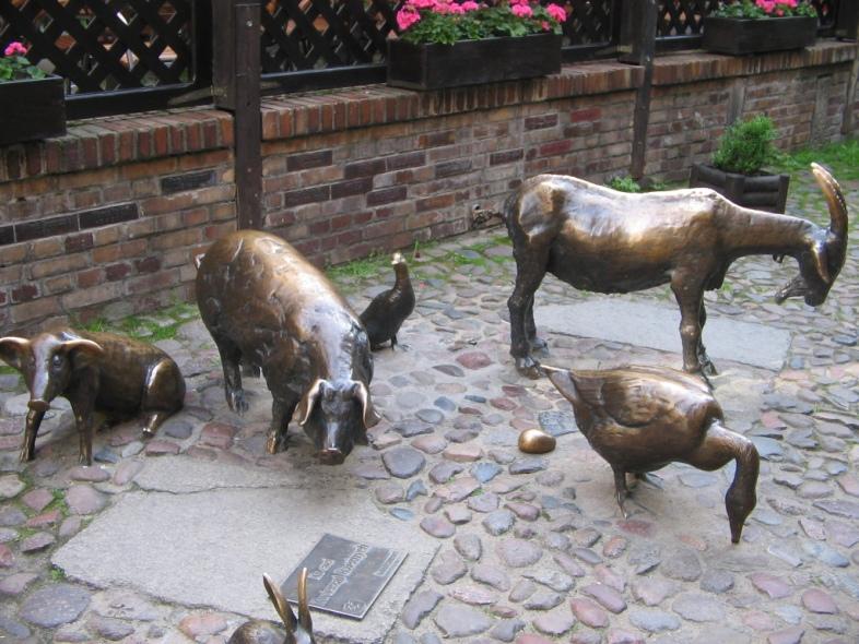 Pomnik Zwierząt Rzeźnych we Wrocławiu - każdy z tych zwierzaków to zarazem zwierzę hodowlane...