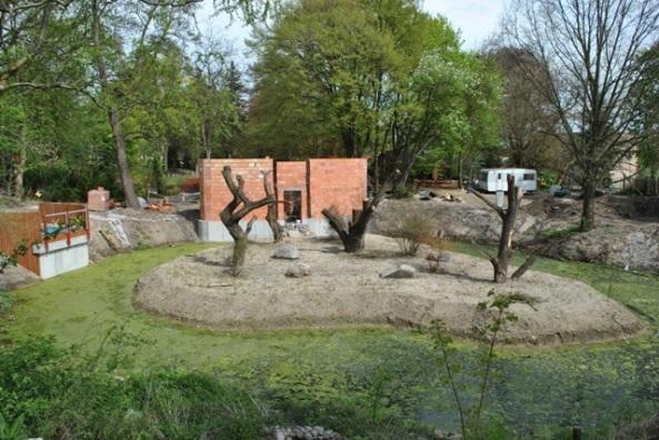 wyspa i pawilon lemurów - widok ogólny - maj 2013